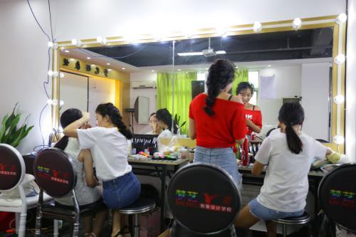 深圳龙华菲菲零基础化妆一对一辅导